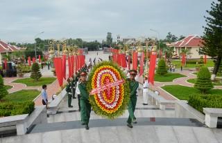 Lãnh đạo tỉnh viếng Nghĩa trang liệt sĩ nhân kỷ niệm 72 năm ngày Thương binh - Liệt sĩ 27-7