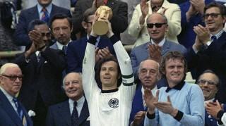 Cuộc đời và sự nghiệp của huyền thoại Franz Beckenbauer qua ảnh
