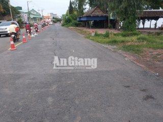 Răn nứt đường Quốc lộ 91 tại huyện Châu Phú