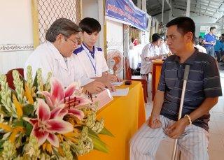 Trên 300 lượt người dân xã Bình Thành được khám bệnh, phát thuốc miễn phí