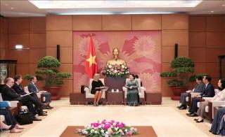 Chủ tịch Quốc hội Nguyễn Thị Kim Ngân tiếp Phó Chủ tịch Ủy ban châu Âu