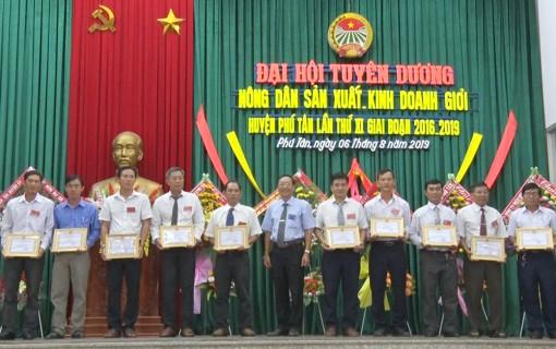 Phú Tân tuyên dương nông dân sản xuất kinh doanh giỏi lần thứ XI, giai đoạn 2016-2019