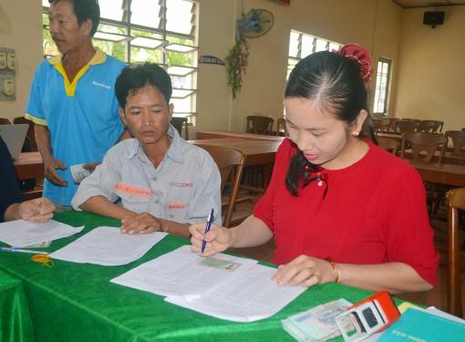 Hội Nông dân tỉnh hỗ trợ vốn cho nông dân chăn nuôi bò thịt