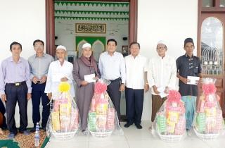 Chúc Tết Roya Haji đồng bào dân tộc thiểu số Chăm ở An Phú