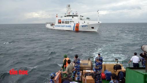 Cảnh sát biển tổ chức nhiều hoạt động chăm lo cho ngư dân huyện đảo Phú Quý