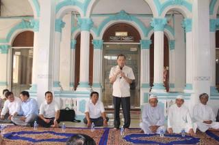 Phó Bí thư Thường trực Tỉnh ủy Võ Anh Kiệt thăm và chúc mừng Tết Roya Haji đồng bào Chăm Tân Châu