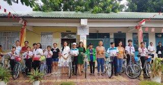 """""""Tiếp sức đến trường"""" tại huyện biên giới An Phú"""