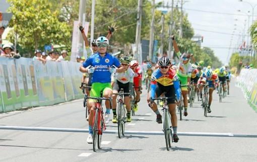 Giải xe đạp ĐBSCL: Tay đua Quàng Văn Cường xuất sắc giành cú đúp