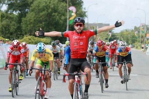 Giải xe đạp ĐBSCL: Ngoại binh của đội đua Đồng Nai chứng tỏ giá trị