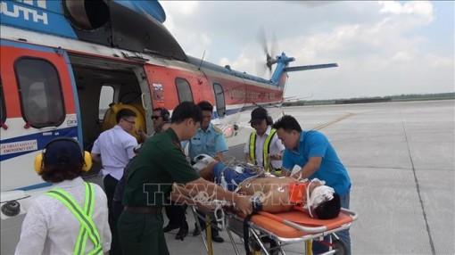 Cấp cứu một chiến sỹ bị thương nặng quần đảo Trường Sa