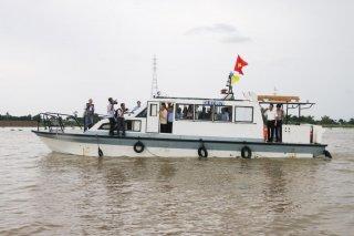 Bộ trưởng Bộ Kế hoạch và Đầu tư Nguyễn Chí Dũng khảo sát hiện trường đoạn sạt lở trên tuyến QL.91
