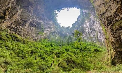 Thám hiểm hang Sơn Đoòng đứng top 5 tour du lịch mạo hiểm nhất thế giới