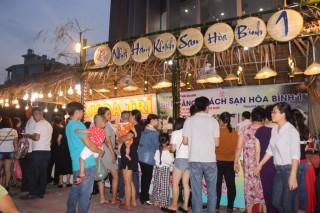 """""""Chợ phiên ẩm thực đường phố"""" thu hút gần 2.500 lượt khách"""