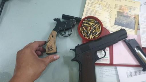"""Mua súng, hẹn đối thủ mâu thuẫn trên mạng ra quán cà phê """"giải quyết"""""""