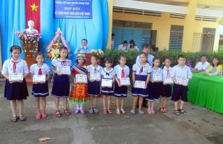 Điểm sáng trong phong trào đỡ đầu học sinh nghèo vượt khó