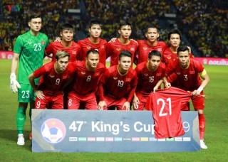 ĐT Việt Nam mặc trang phục đỏ trong trận đấu với ĐT Thái Lan