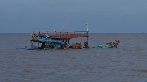 Chìm tàu cá, 1 người chết, 5 người mất tích