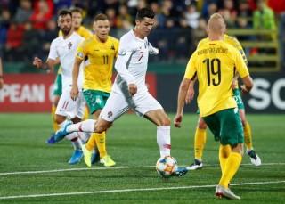 """Vòng loại EURO 2020: Ronaldo lập """"poker"""" giúp Bồ Đào Nha đại thắng"""