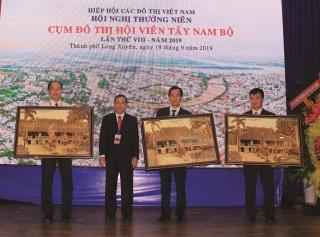 Chung tay phát triển đô thị miền Tây