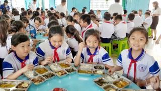 """Trường Tiểu học bán trú """"A"""" Long Thạnh đẩy mạnh cải thiện chất lượng bữa ăn học đường"""
