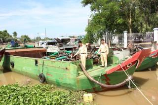 Công an Chợ Mới bắt 4 phương tiện khai thác cát lậu