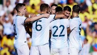 """Không cần Messi, Argentina vẫn """"đánh tennis"""" với Ecuador"""