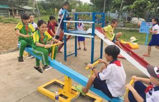 Tạo điểm vui chơi cho trẻ em vùng nông thôn