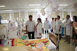 Công ty TNHH MTV Xây lắp An Giang tặng 3 máy chạy thận nhân tạo cho Bệnh viện Đa khoa Trung tâm An Giang