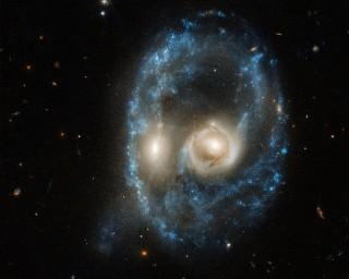 Hai dải ngân hà va chạm tạo thành khuôn mặt ghê rợn
