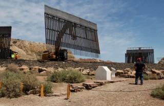 """Tội phạm Mexico dùng chiêu độc đục thủng """"siêu tường biên giới"""" của ông Trump"""