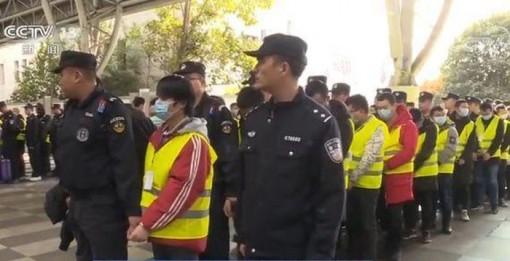 Hàng nghìn tên tội phạm lừa đảo qua mạng bị Trung Quốc áp giải về nước