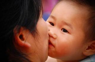 Sự thật về loại virus lây qua đường hôn nguy hiểm cho trẻ
