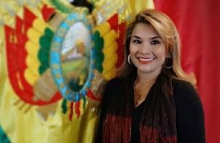 Chân dung 'bóng hồng' trở thành Tổng thống tạm quyền Bolivia