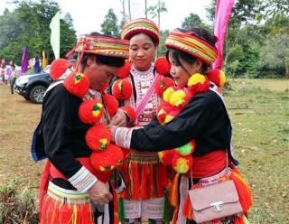 Nét độc đáo trong trang phục của người Dao Đỏ ở Tuyên Quang