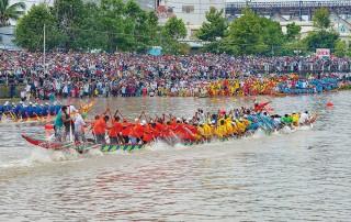 Sôi nổi Lễ hội Oóc Om Bóc - đua ghe ngo Sóc Trăng lần thứ IV khu vực ĐBSCL năm 2019