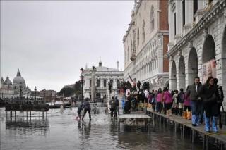 Thủy triều liên tục dâng cao ở Venice