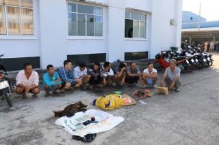 Triệt xóa tụ điểm đá gà, lắc tài xỉu ở xã Vĩnh Lợi, bắt giữ 10 đối tượng
