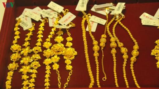 Giá vàng SJC giảm bất chấp vàng thế giới tăng cao