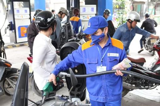 Giá xăng RON95-III tăng 351 đồng mỗi lít kể từ chiều ngày 15-11