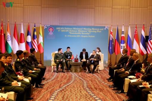 Đại tướng Ngô Xuân Lịch gặp Phó Thủ tướng Thái Lan, Bộ trưởng Indonesia