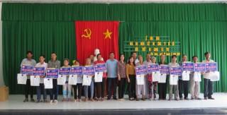 Trao 43 căn nhà Đại đoàn kết cho hộ nghèo Phú Tân
