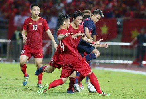 Việt Nam hòa Thái Lan, giữ vững ngôi đầu bảng G