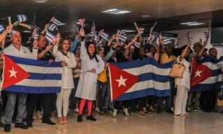 Cuba hoàn tất việc rút nhân viên y tế tại Ecuador về nước