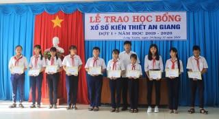 Gần 200 học sinh TP. Long Xuyên được nhận Học bổng Xổ số kiến thiết An Giang đợt 1