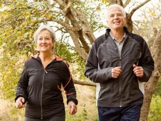 Người trên 60 tuổi chỉ cần tập đi bộ nhanh 10 phút mỗi ngày