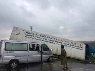 Container đấu đầu xe 16 chỗ, 3 người chết, 10 người bị thương