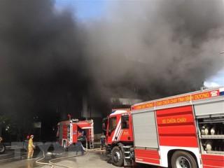 Cháy lớn tại nhà xưởng sản xuất giường, tủ rộng hơn 2.000m<sup>2</sup>