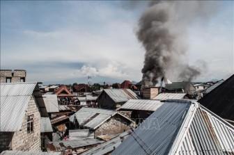 Máy bay rơi xuống khu dân cư, ít nhất 18 người thiệt mạng