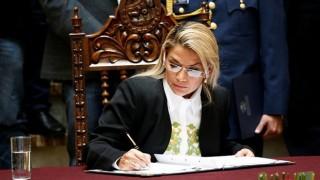 Tổng thống lâm thời tại Bolivia ký ban hành luật tổ chức tổng tuyển cử