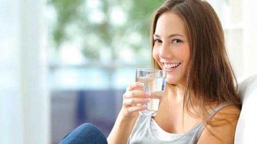 Điều xảy ra nếu bạn uống nước ấm mỗi sáng khi thức dậy